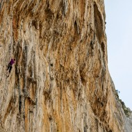 The climbing is impressive, but not necessarily hard. Tufa formation climbs start from French 6a and up, but lower angle beginner climbs are also plentiful