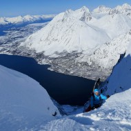Skiing couloir at Forholttinden