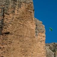 Base jumper off La Visera, Riglos