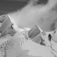 Following the sharp and corniced ridge towards Col de Lys