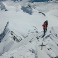 Staring the descend along the east ridge of Lyskamm