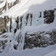 Looking across to rive droite, ice falls are well formed there too